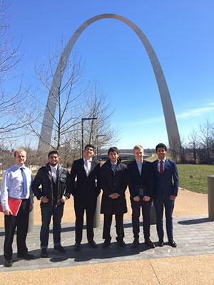 Economics Students posing in front of the St. Louis Arch